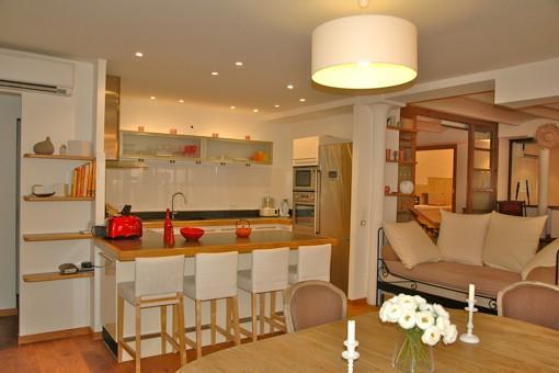 pin cuisine americaine location appartement cannes loft lycklama 5 min on pinterest. Black Bedroom Furniture Sets. Home Design Ideas